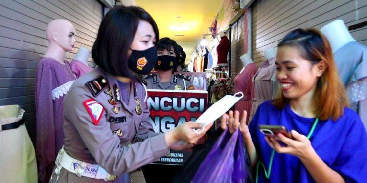 Musim Belanja Polres Kendari Manfaatkan Mall Sebagai Sarana Edukasi Prokes